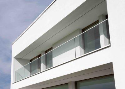 Villaproject in de Westhoek met glazen balustrade en panelen van 2 meter