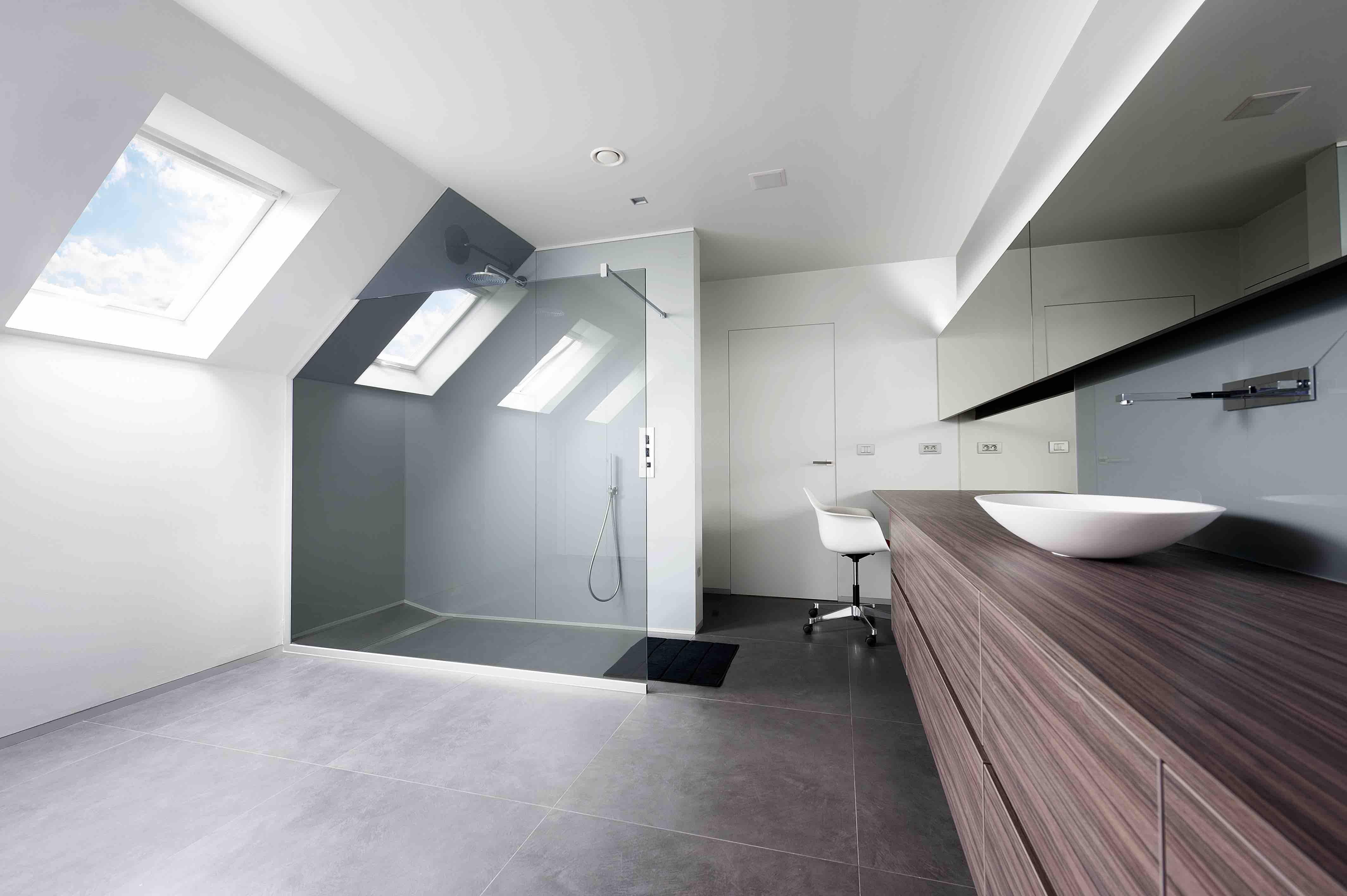 Douchewand en spiegels onder dak01