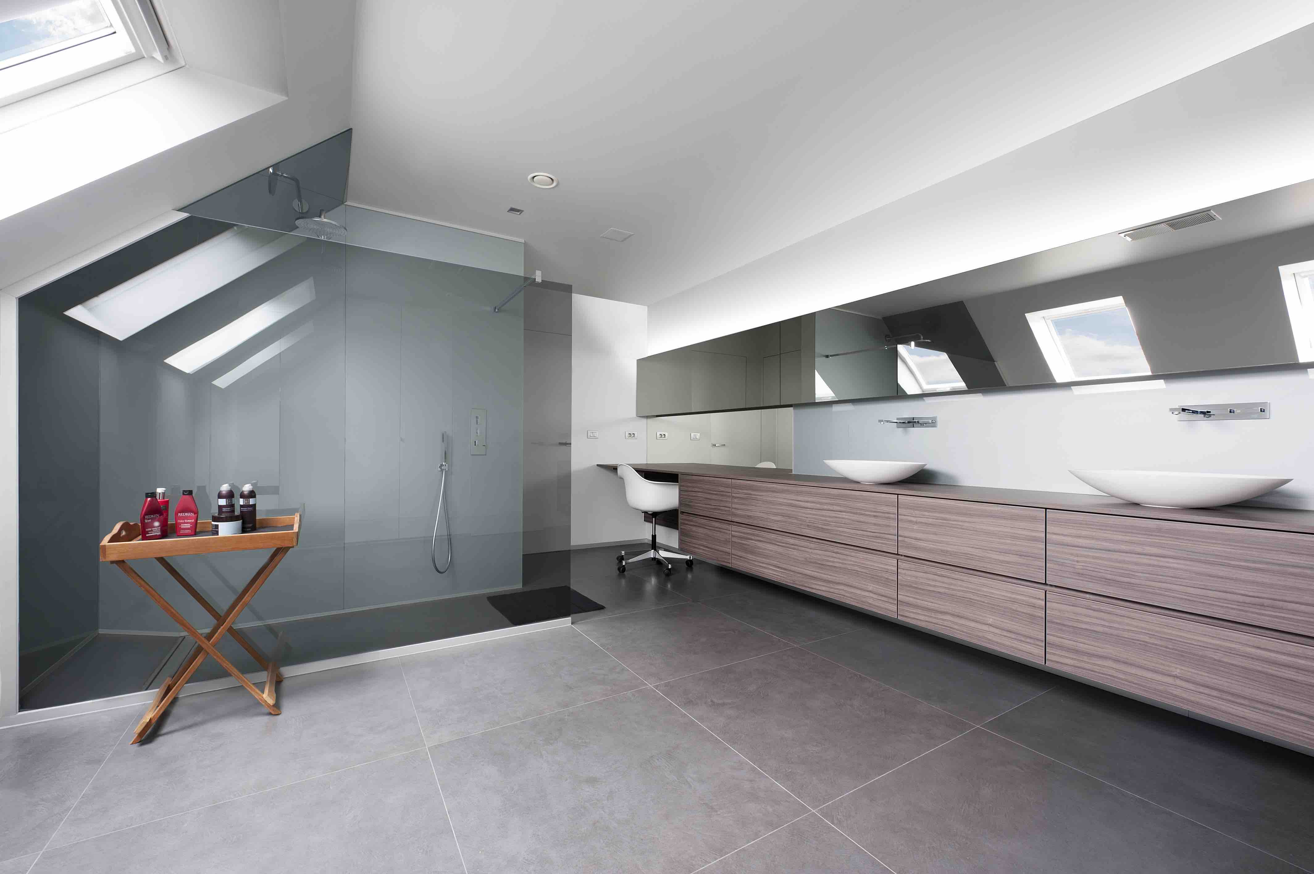 Douchewand en spiegels onder dak04
