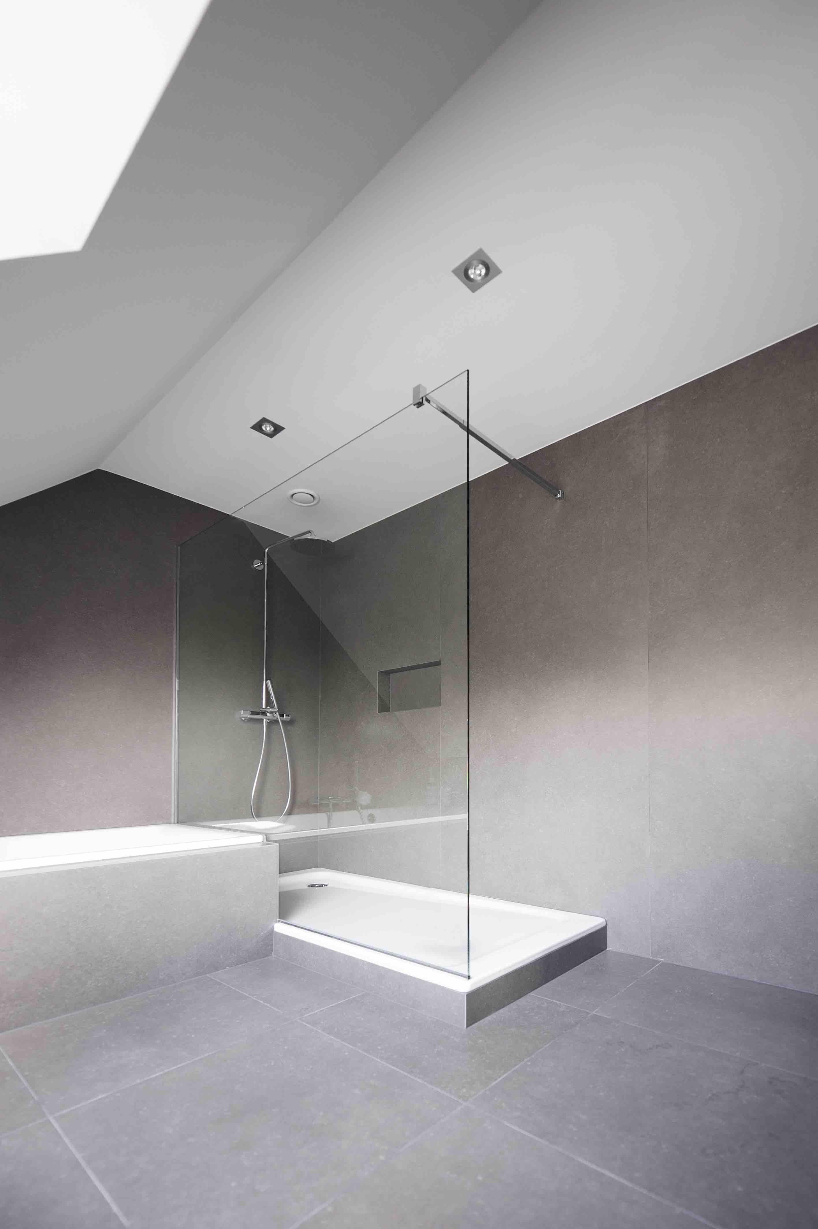 Douchewanden en glazen badkamerdeuren01