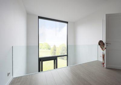 Glazen deur en balustrade04
