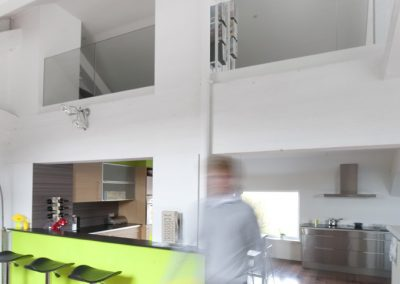 Loft met glazen balustrade