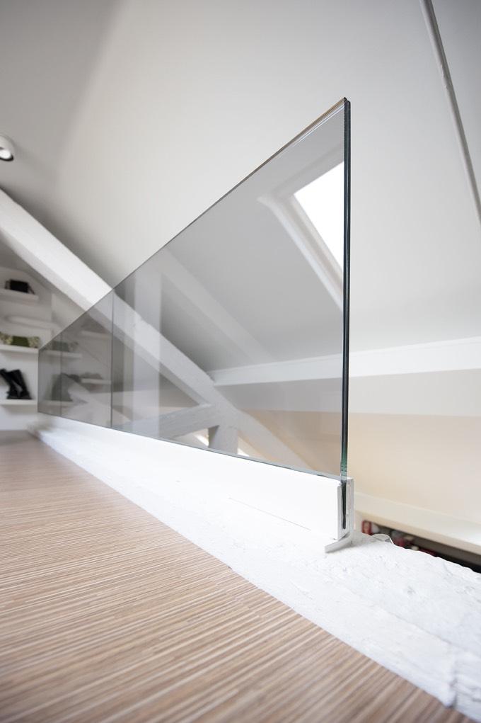 Kantoor met glazen deuren en balustrade 06