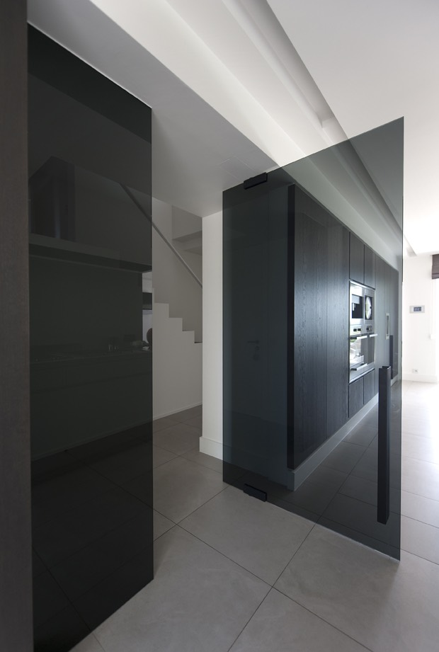 Zwarte glazen keukendeur 03