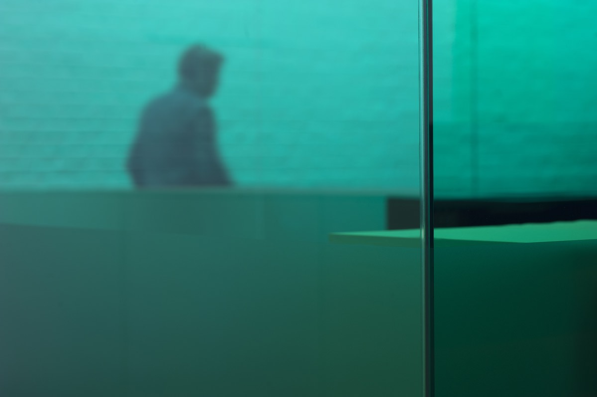 bureau met vanceva gekleurd glas 06