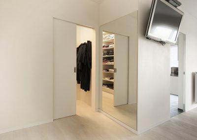Spiegel naast dressing