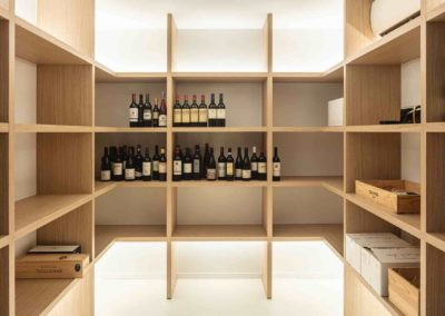 Wijnkelder achter glas